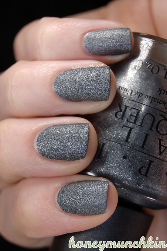 OPI - Suzi Skis in the Pyrenees-Suede